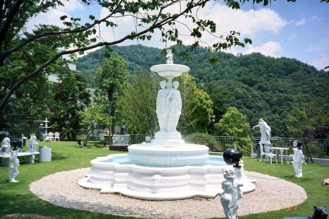 庭の大理石噴水  神戸市 A邸