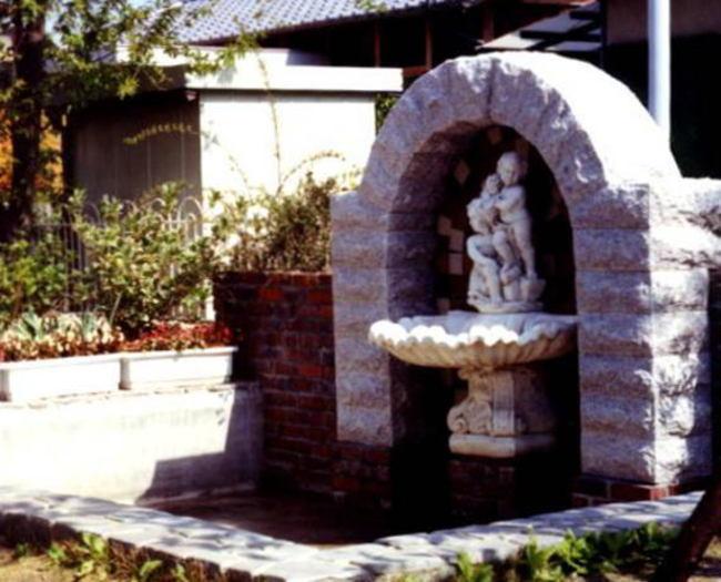 庭の大理石噴水 1