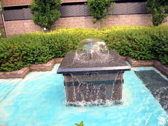 マンションの噴水
