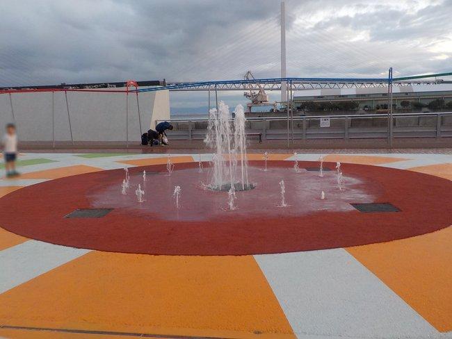 親水型水景設備 サンシャインワーフ神戸2