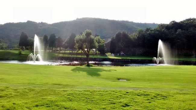 ゴルフ場池の浮き噴水