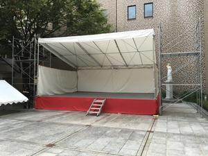 仮設ステージ