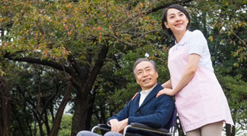 【姫路市夢前町】特別養護老人ホーム内での介護業務全般(正社員)/働きやすいシフト体制になっています。(夜勤をした翌日は必ず公休日など) 育休明けの方に仕事と家庭を両立できるよう配慮した制度を設けています