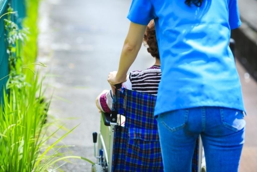 【神戸市中央区】住宅型有料老人ホームでの夜勤専従の介護業務(パート)/最寄り駅より徒歩圏内と通勤に便利です。