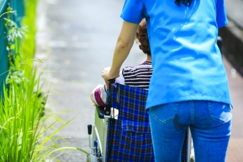 【神戸市中央区】特別養護老人ホームでの介護業務(正社員)/最寄り駅より徒歩圏内!通勤にも便利な職場です。