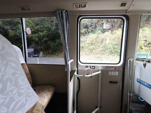 小型バス(205)