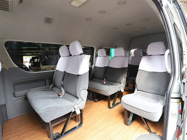 ジャンボタクシー(102)(103)(120)