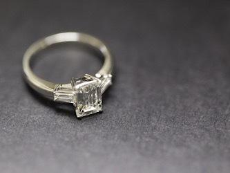 PT900 エメラルドカットダイヤモンドリング