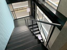 階段手摺(ササラに溶接固定)