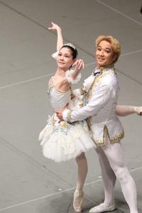 王子様(ロングジャケット) M×1 ¥8.000- 白、ゴールド、アクセントカラーに水色が入っています。 女性Mお揃いのチュチュ有り