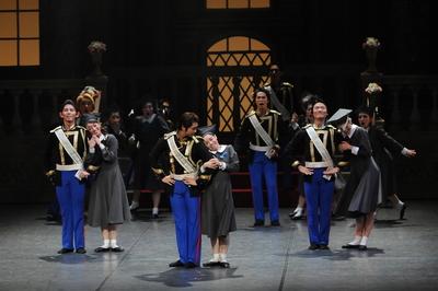 卒業記念舞踏会 士官候補生 サイズ:M×3、L×5 ¥8,000- 鮮やかな赤のパンツが舞台映えします。 白い帽子もあります。(別料金)