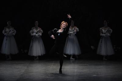ジゼル【全幕】              役名:アルブレヒト サイズ:L×1 ¥7,000- ベルベットの衣裳。 この黒の深さがアルブレヒトの心を表します。