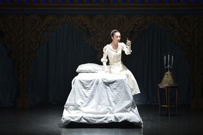 ロミオとジュリエット【全幕】 ジュリエット サイズ:M×1 ¥12,000- チュールレースを重ねた上着とシルクのスカート。 空気感がいいんです。 アイボリーの色目、これぞジュリエット。