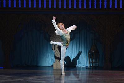 ロミオとジュリエット【全幕】 ロミオ サイズ:M×1 ¥8,000- 緑の色合いがとてもいい。 白のブーツも在ります。