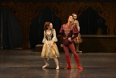 ロミオとジュリエット【全幕】 ティボルト サイズ:L×1 ¥8,000- ブーツとタイツもあります。 カッコいい!