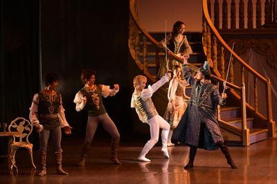 ロミオとジュリエット【全幕】 モンタギュー侯(右はし) サイズ:L×1 ¥10,000- ブーツとタイツもあります。 モンタギュー家だから、緑です! アレンジした帽子気に入ってます。