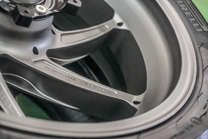 マルケジーニ S1000RR 前後ホイール ガンメタル   参考価格25000〜
