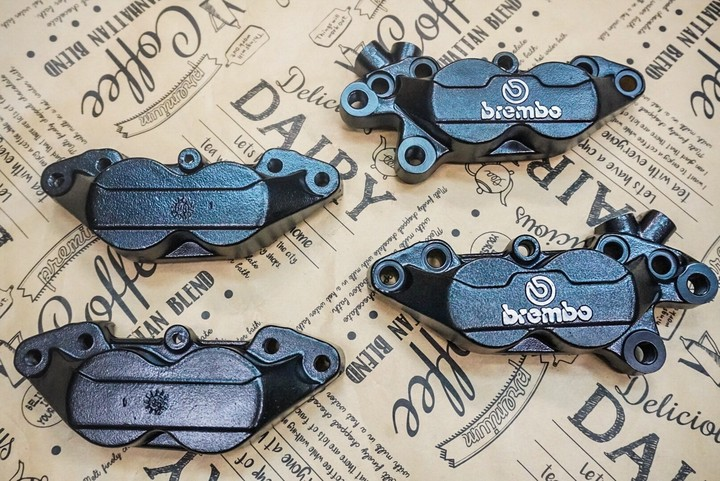 brembo 4POTキャリパー 半艶ブラック  1キャリパー/参考価格8000円〜