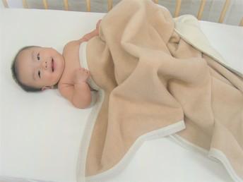オーガニックベビー 綿毛布(MO110)  オフホワイト&  ベージュ色     リバーシブル1