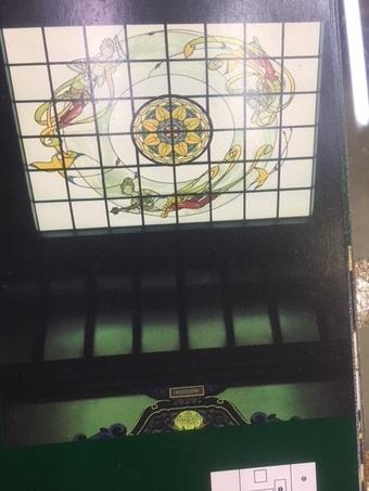 お寺の天蓋にステンドグラスを設置しました