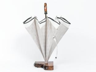 表生地がシルク西陣織で内張りが丹後絹織物の傘となっております。